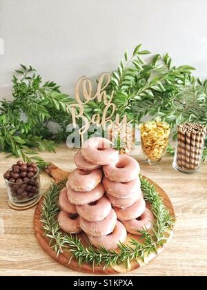Gâteaux empilés donut n'importe qui? Banque D'Images