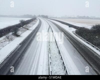 A189 au nord de Newcastle dans la neige Banque D'Images