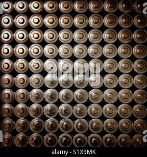 Une centaine de batteries Banque D'Images