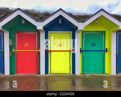 Cabines de plage du Barry Island, South Wales, janvier. Banque D'Images