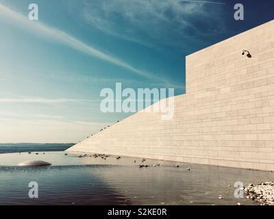 Design contemporain architecture détails dans le centre Champalimaud pour l'inconnu. Lisbonne, Portugal, Europe. Banque D'Images