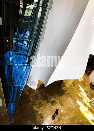 Le Musée Guggenheim Bilbao,intérieur. Conçu par l'architecte Frank Gehry. L'architecture moderne contemporain. Banque D'Images