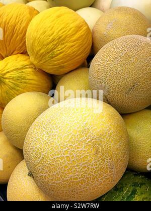 Secteur de miellat et de melons à vendre dans la production d'une allée d'épicerie nous Banque D'Images