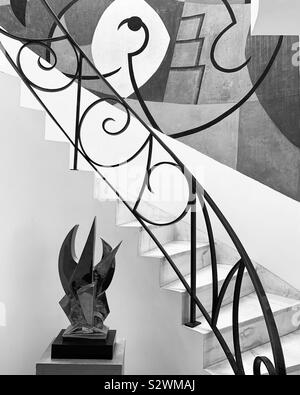 Sculpture et peinture murale par l'escalier à l'Frelinghuysen Morris House & Studio, Lenox, Massachusetts, United States Banque D'Images