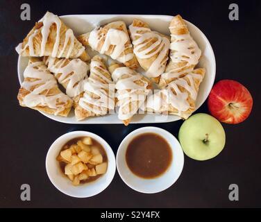 Chaussons aux pommes pour le dessert Banque D'Images