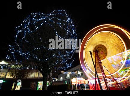 Les lumières de Noël et de manèges forains à Plymouth, Devon, UK Banque D'Images