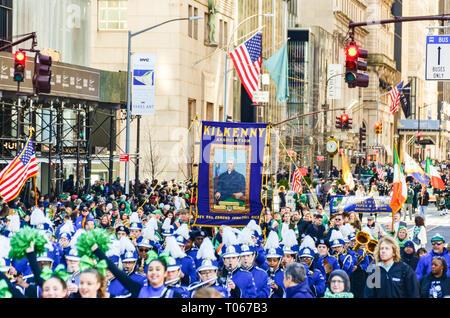New York City, USA. Mar 16, 2019. Le jour de la Saint Patrick est célébré par un défilé le long de la 5e Avenue. Credit: jbdodane/Alamy Live News