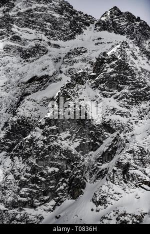 Paysage de montagne d'hiver dans un style vintage. Polish Tatra montagnes en hiver.