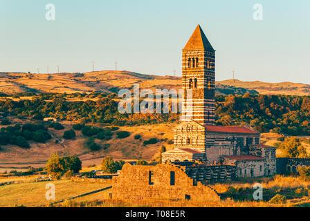 Église du 12ème siècle dans la région de Cossoine sur Sardaigne Italie