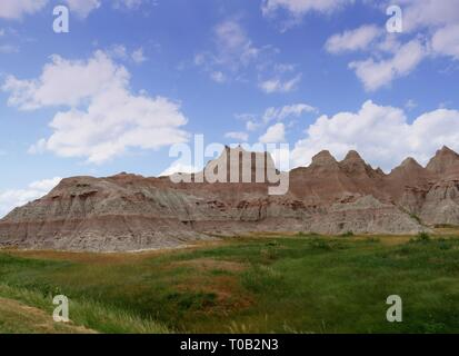 Des couleurs éclatantes de formations rocheuses et de superbes paysages de Badlands National Park (Dakota du Sud, USA. Banque D'Images