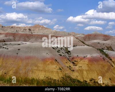 Joli mélange de couleurs des formations rocheuses et de ciel bleu à Badlands National Park (Dakota du Sud, USA. Banque D'Images