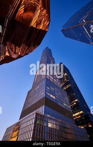 Hudson 15 yards skyscraper avec une partie de l'escalier du navire au crépuscule. Midtown Manhattan à l'Ouest. Banque D'Images