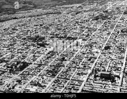 Géographie / voyages, Guatemala, Guatemala City, une vue sur la ville / paysages urbains, vue aérienne, 1960 Additional-Rights Clearance-Info-Not-Available-