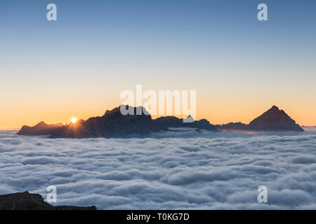 Vue depuis le Rifugio Lagazuoi (2752 m) à Monte Antelao, Dolomites, Cortina d'Ampezzo, Italie