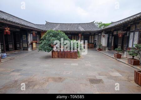 Cour intérieure, Zhu family house, Jianshui Ancienne Ville, Province du Yunnan, Chine Banque D'Images