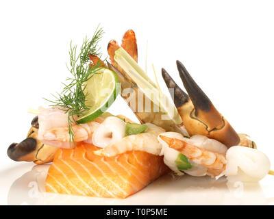 Fruits de mer et poissons sur fond blanc Banque D'Images