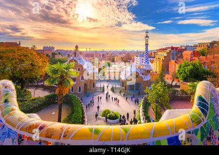 Vue sur la ville depuis le Parc Guell à Barcelone, Espagne Banque D'Images