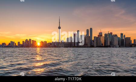Panorama de la ville de Toronto au coucher du soleil à Toronto, Ontario, Canada. Banque D'Images