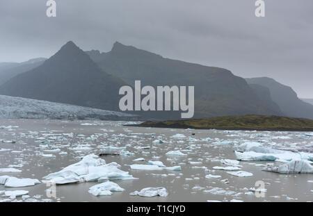 Les icebergs Jokulsarlon glacier Breidamerkurjokull lagon, sous l'Islande, Banque D'Images