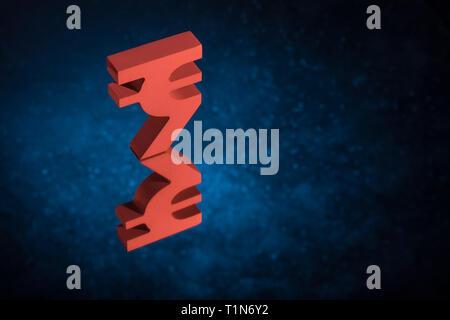 Symbole monétaire ou Red Indian Rupee signe avec miroir Réflexion sur fond poussiéreux bleu Banque D'Images