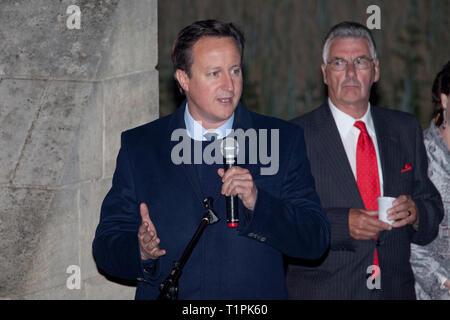 L'ancien Premier ministre britannique David Cameron (1966) parle du héros de Pegasus Bridge à Benouville (Normandie), France