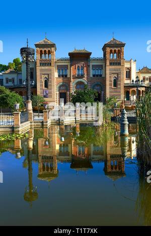 L'arabesque architecture du Musée des Arts et Traditions Nord square, Séville Espagne Banque D'Images