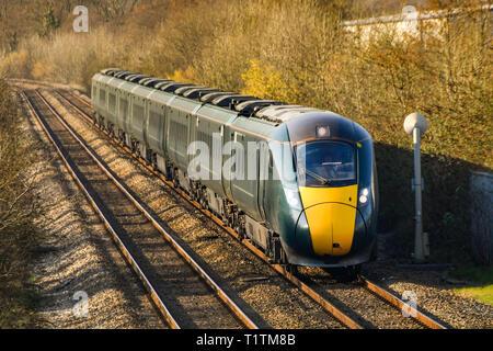 PONTYCLUN, Pays de Galles - Mars 2019: Londres en direction 800 classe inter city express train exploité par la Great Western Railway passant par Pontyclun en Afrique du Wa Banque D'Images