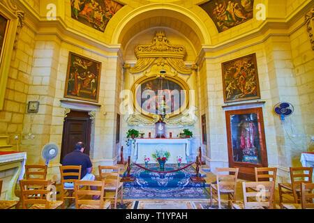 SIGGIEWI, MALTE - 16 juin 2018: l'intérieur de St Jean Baptiste chapelle historique avec des murs en pierre, les sculptures et scenic icônes, le 16 juin à Siggiewi
