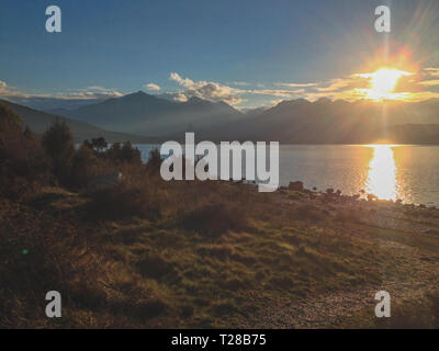Coucher de soleil au lac Manapouri, Fiordland National Park, South Island, New Zealand Banque D'Images