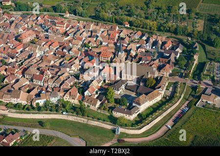 Ville médiévale avec son rempart (vue aérienne). Bergheim, Haut-Rhin, Alsace, Grand Est, France.