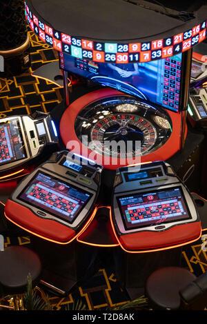 Vue de dessus d'une table de roulette électronique dans un casino Banque D'Images