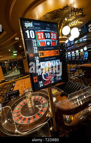 Table de roulette dans un casino Banque D'Images