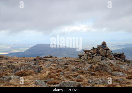 Le Wainwright Grand Mell est tombé de tas de pierres sur le sommet du côté Hart dans le Parc National du Lake District, Cumbria, England, UK. Banque D'Images