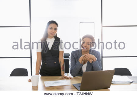 Portrait people shaking hands in conference room Banque D'Images