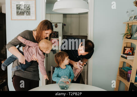 Young couple at table with female Toddler and baby son Banque D'Images