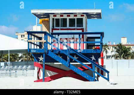 Un rouge, blanc et bleu de secours à Miami Beach. Banque D'Images