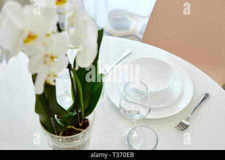 Belle table design, idéal pour tout usage. Décoration de fête traditionnelle. La saison du printemps. Copy space Banque D'Images