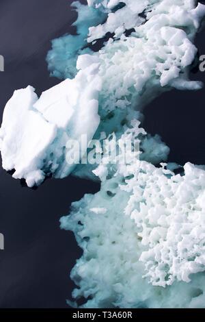 La glace de mer et des icebergs dans la mer de Weddell près du danger, l'Antarctique. Banque D'Images