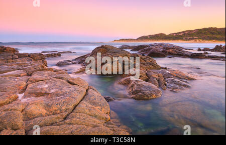 Margaret River, Australie. Plage de Prevelly côte au lever du soleil. Banque D'Images