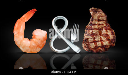 Surf and Turf les aliments comme les fruits de mer et steak repas comme une fourche en forme de symbole sur un fond noir avec éléments 3D illustration. Banque D'Images