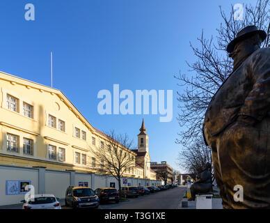 Krems an der Donau: Justizanstalt Stein (prison), statues en face de cartoon museum (Karikaturmuseum ) à Wachau, Niederösterreich, Autriche, Aust