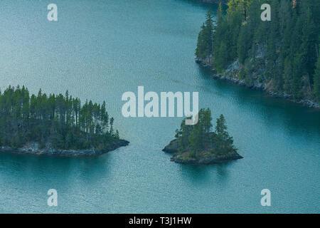 Belle Diablo Lake dans les montagnes de l'état de Washington aux États-Unis. Banque D'Images
