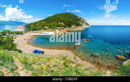 Enfola pointe beach et l'autre dans l'île d'Elbe, Toscane, Italie Banque D'Images