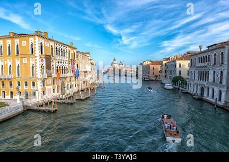 L'Italie. Septembre 2018 Venise. Paysage urbain du Grand Canal à Venise avec des bateaux