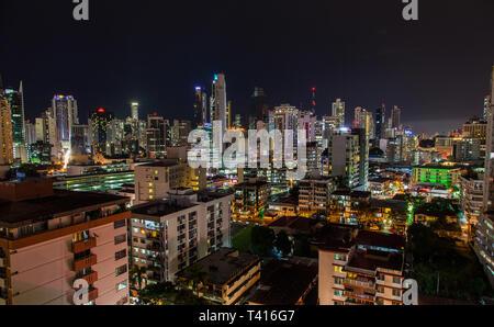 Vue de la ville de Panama, la nuit. Banque D'Images