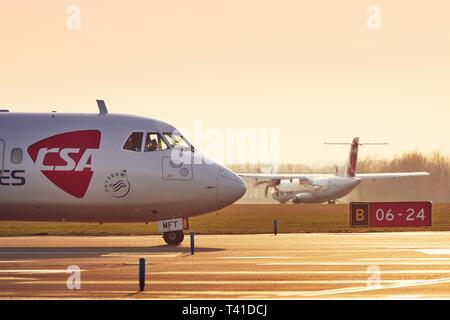 Prague, République tchèque - Le 29 mars 2019: Deux avions turbopropulseurs ATR-72 de Czech Airlines (CSA) avant de décoller de l'aéroport de Prague Vaclav Havel sur Ma Banque D'Images