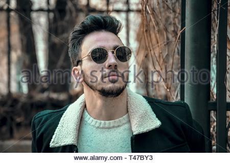 Man in Black Top Banque D'Images