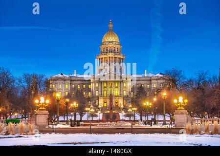 Denver, Colorado, USA à la Colorado State Capitol pendant une nuit les hivers. Banque D'Images