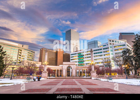 Denver, Colorado, USA Centre-ville cityscape in Civic Center park à duskl Banque D'Images