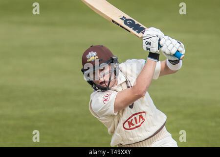 Londres, Royaume-Uni. 14 avr, 2019. Ollie Pape batting comme Surrey Essex sur prendre le dernier jour de la match de championnat Specsavers County à la Kia Oval. Crédit: David Rowe/Alamy Live News